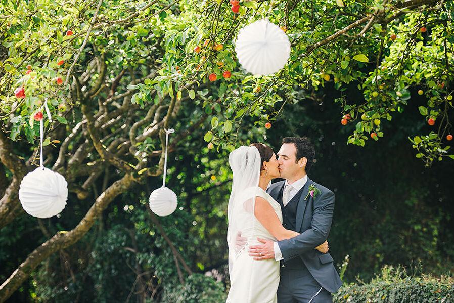 L + J | Garden Outdoor Wedding | Flemings Restaurant | Cork Wedding Photography 123