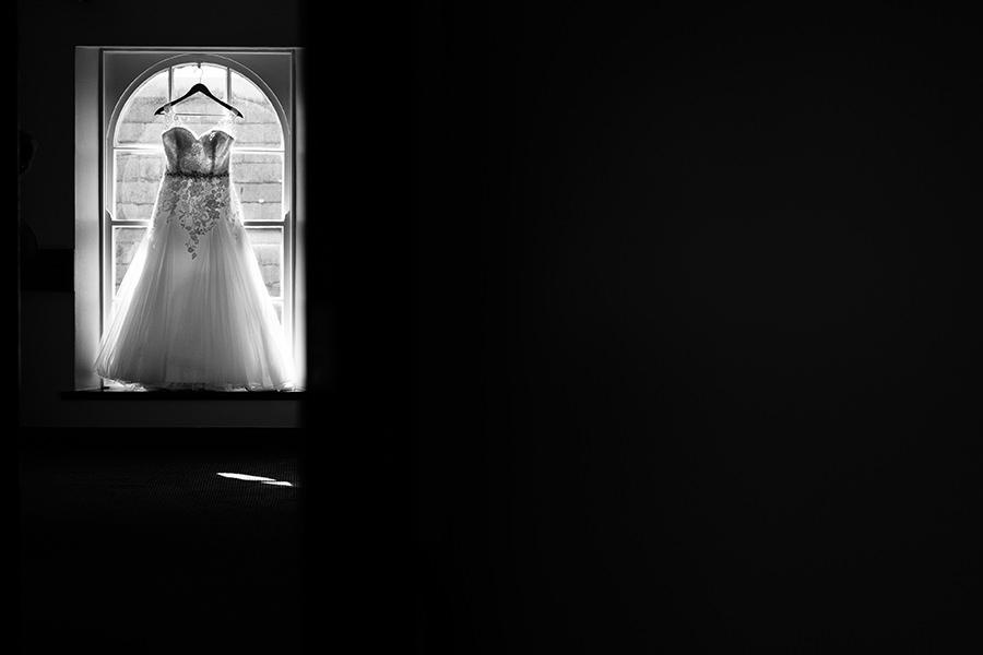 02-American Wedding in Ireland-top wedding dress