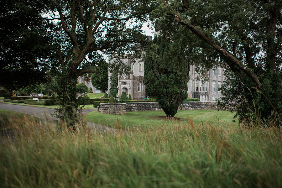 same-sex-wedding_outdoor-wedding_dromolonad-castle_01